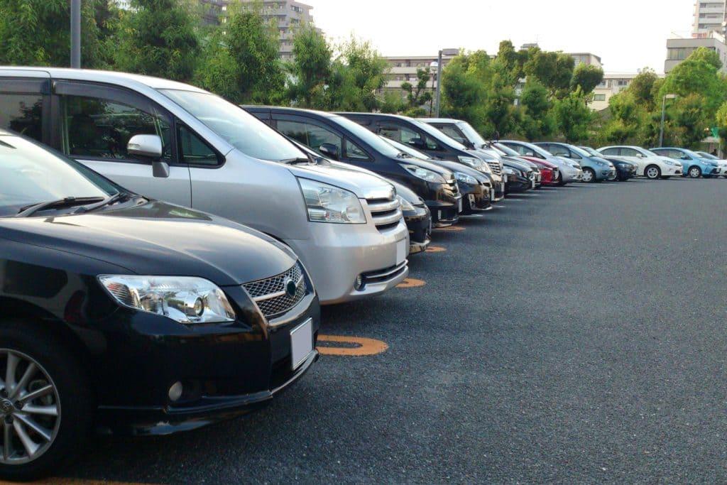 駐車場の車